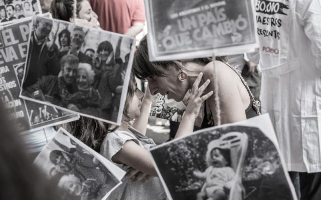 aktywizm aktywistka z dzieckiem na demonstracji